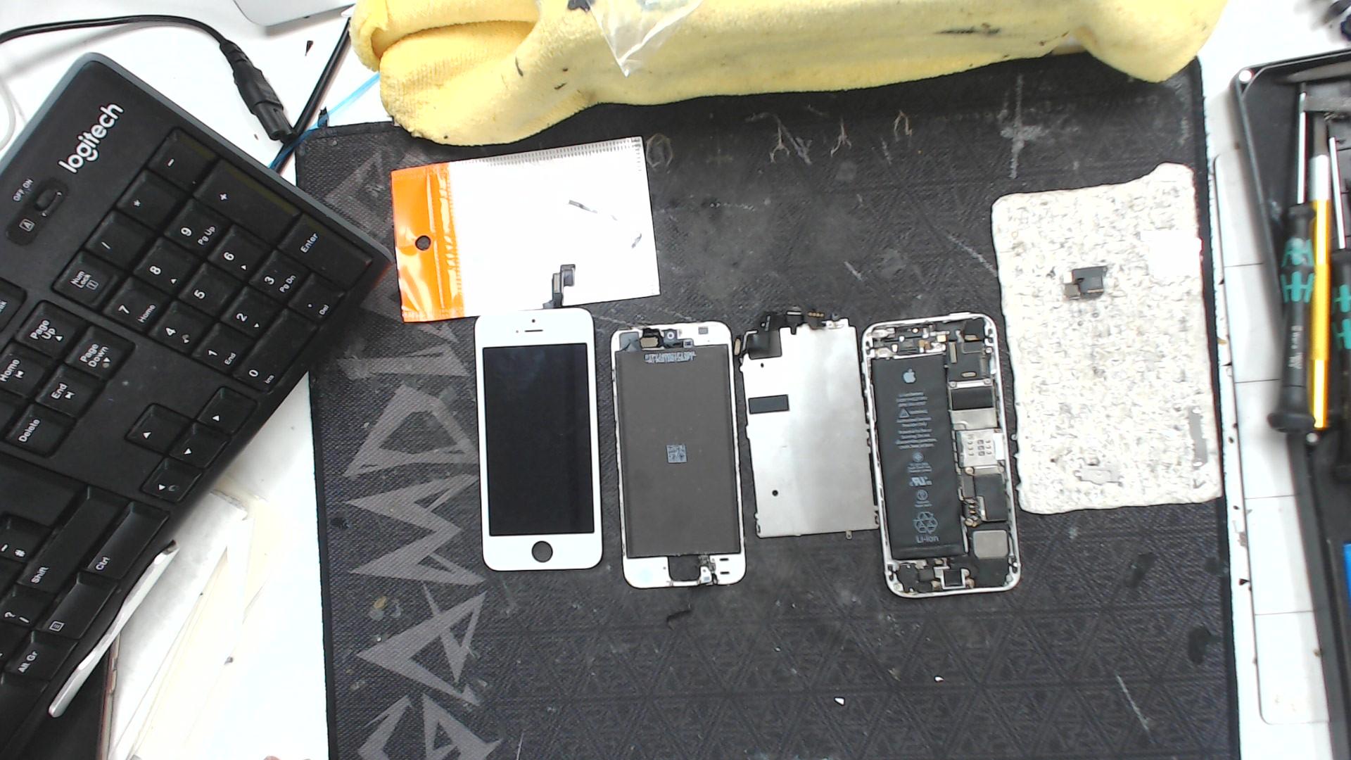 iphone SE repair process
