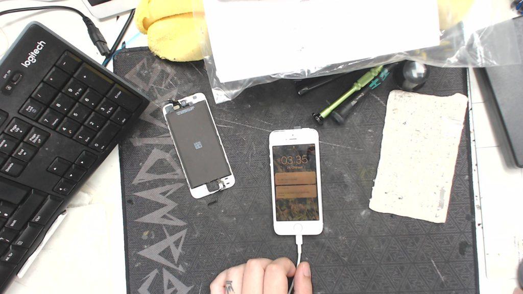 iphone SE after screen repair